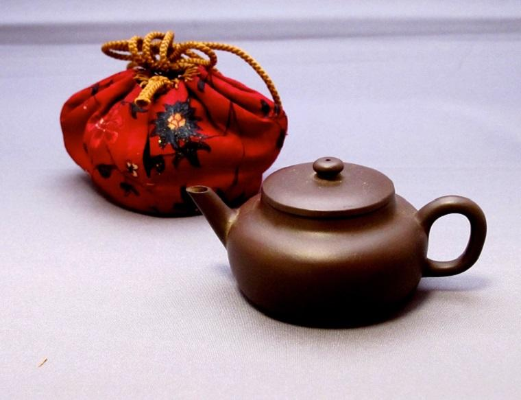 "Teapot in Deep-purple Stoneware Yixing ware With ""Mengchen"" Mark Qing dynasty, China"